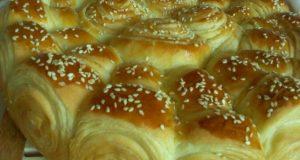 Питка от бутер тесто със сусамово семе – мека като памук