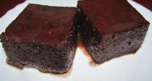 Размазващо вкусен шоколадов сладкиш с гореща вода за 5 минути – грехота е да не пробваш толкова лесен: