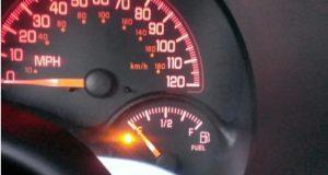 За колко километра остава бензин в резервоара когато светне лампичката за горивото