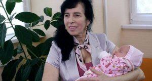 Галя която роди на 60 години разказа и показа как расте малката й дъщеря