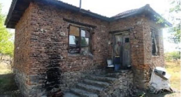 Инвалид живее без пенсия ток и вода в пазарджишкото село Цар Асен