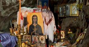 Света Петка лекува и върши други чудеса в своя параклис