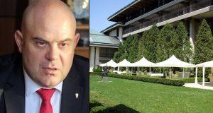 Вижте как си живее по царски Иван Гешев в държавата резиденция в Бояна
