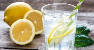 Казват че пиенето на вода с лимон сутрин е добро за вас. Ето какво не ви казват