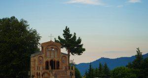 """Кръстова гора: Лековито аязмо """"Гълъбичката"""""""