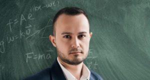 Математикът Петър Велков: Затворете държавата. В хуманитарна криза сме