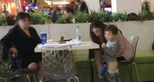 Потрес в мола: Майка изпишка хлапето си в чаша