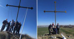 Родолюбци издигнаха 8-метров кръст за спасение от бедите
