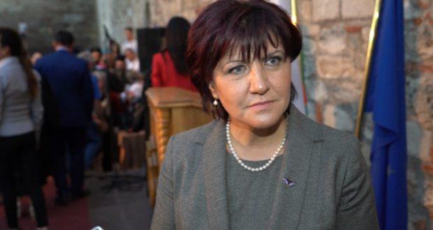Караянчева: Борисов е най-обичаната личност. Ако го изпратим на президентските избори Радев няма шанс!
