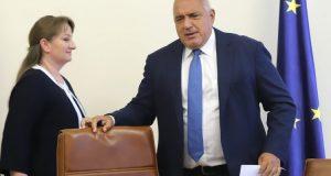 Предизборно! Бойко и Сачева раздават по 120 лв. на пенсионерите