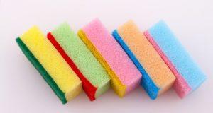 Защо гъбите за чинии са с различен цвят? Ето коя за какво точно се използва: