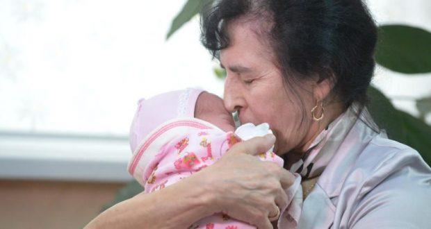 Галя роди на 60 въпреки лошите прогнози - ето как изглеждат тя и дъщеря ѝ днес (Снимки):