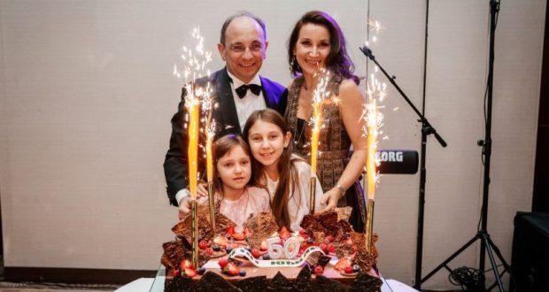 Вижте тайното семейство на Ники Василев (УНИКАЛНИ СНИМКИ)