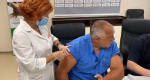 Бойко Борисов се ваксинира: Всички гласували за ГЕРБ да го направят