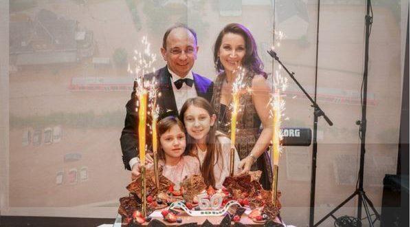 Вижте тайното семейство на Ники Василев / УНИКАЛНИ СНИМКИ /