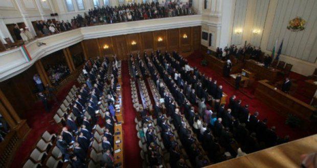 Уникалният 46-и парламент – за края му се говори преди началото. Жена – премиер?