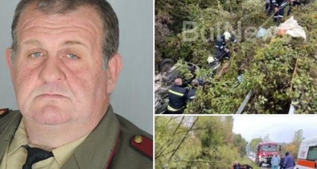 Военнослужещ видя паднала кола в дере спусна се по въже и спаси ранен човек