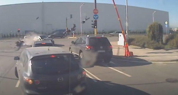 Появи се смразяващо кръвта видео от катастрофата при която моторист загина на място